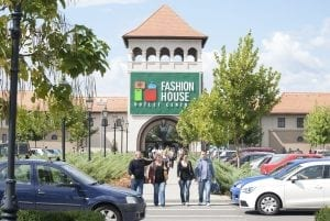 FASHION HOUSE Outlet Centre Bucuresti 1 300x201 - FASHION HOUSE Outlet Centre Bucuresti (1)