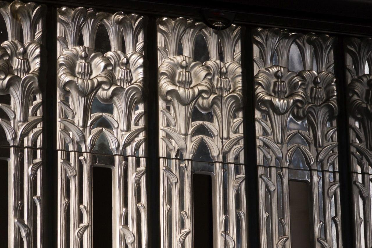 Ren¬ Lalique glass St Matthews Church - Opera cu care casa Lalique onoreaza arhitectura