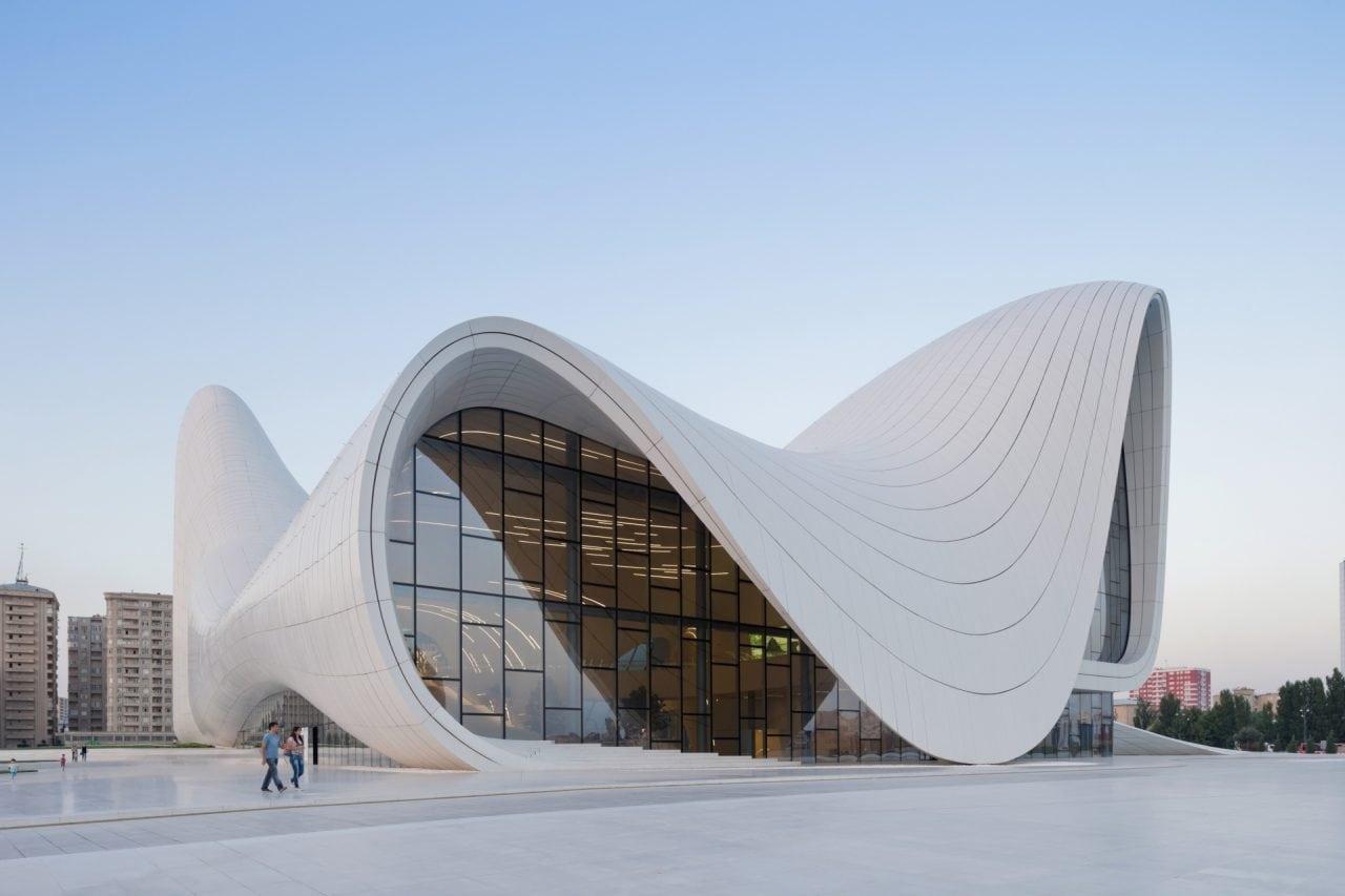 Zaha Hadid Heydar Aliyev Center foto Iwan Baan 1 - Zaha Hadid – Expresia geniului in Futurism