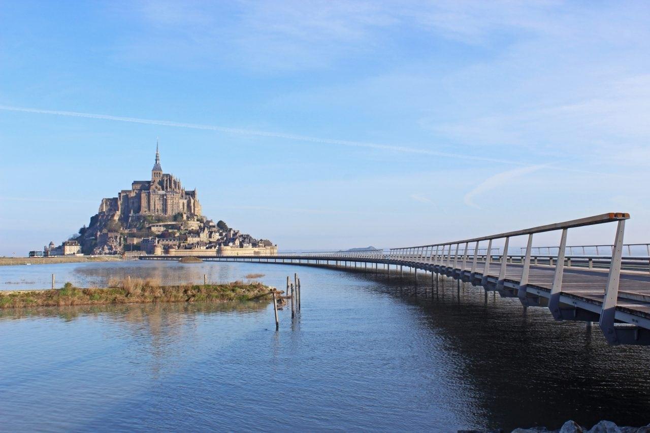 worlds best pedestrian bridges mont st michel france - Cele mai frumoase poduri pietonale din lume