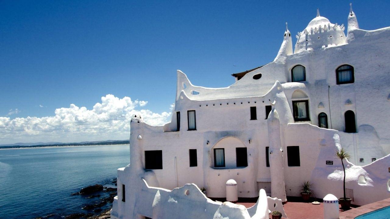 Punta Ballena Casa Pueblo 1289634 x - Monumentele locuibile – noul patrimoniu al oraselor