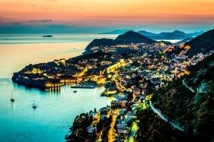 Dubrovnik Night iStock 000042444168 Large 2 300x200 -