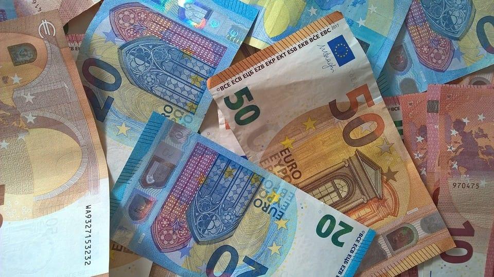euro bani - Alpha Real Estate Services, apartamente de 28 milioane euro vândute în 2018