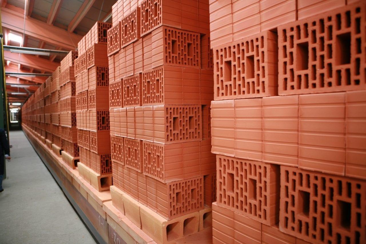 Fotografie caramizi Ceramica Iasi - Tranzacție pe piața materialelor de construcție: Grupul Leier cumpără Brikston