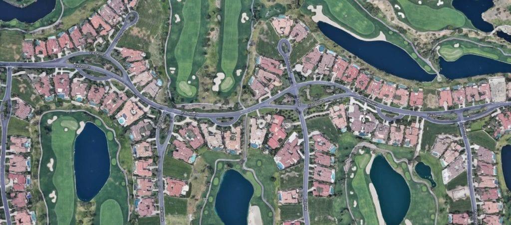 5 case dezvoltate pe malul lacurilor artificiale si terenuri de golf 1024x452 - Vânzarea de parcele și vile în sate noi, o afacere prea rară în România