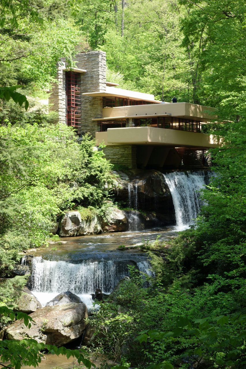 By Daderot Own work CC0 httpscommons.wikimedia.orgwindex.phpcurid29163818 - Unconventional Homes Fallingwater – spectacolul naturii în armonie cu geniul arhitectonic