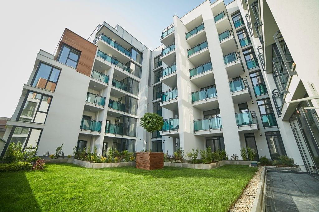 arad plaza 2 1024x683 - Analiză: Orașele regionale, tot mai interesante pentru investitorii în rezidențial de lux