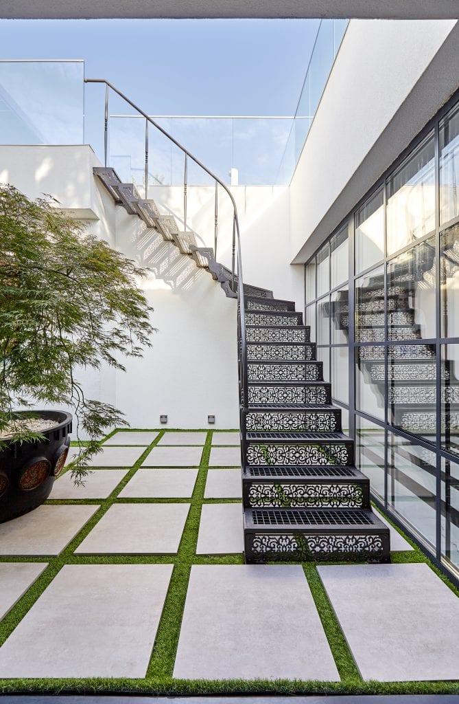 IMG 1878 669x1024 - GALERIE FOTO: Un penthouse ce oferă experiențe vizuale și tactile cu totul speciale