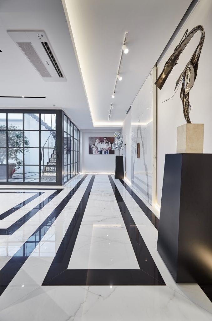 IMG 1986 678x1024 - GALERIE FOTO: Un penthouse ce oferă experiențe vizuale și tactile cu totul speciale