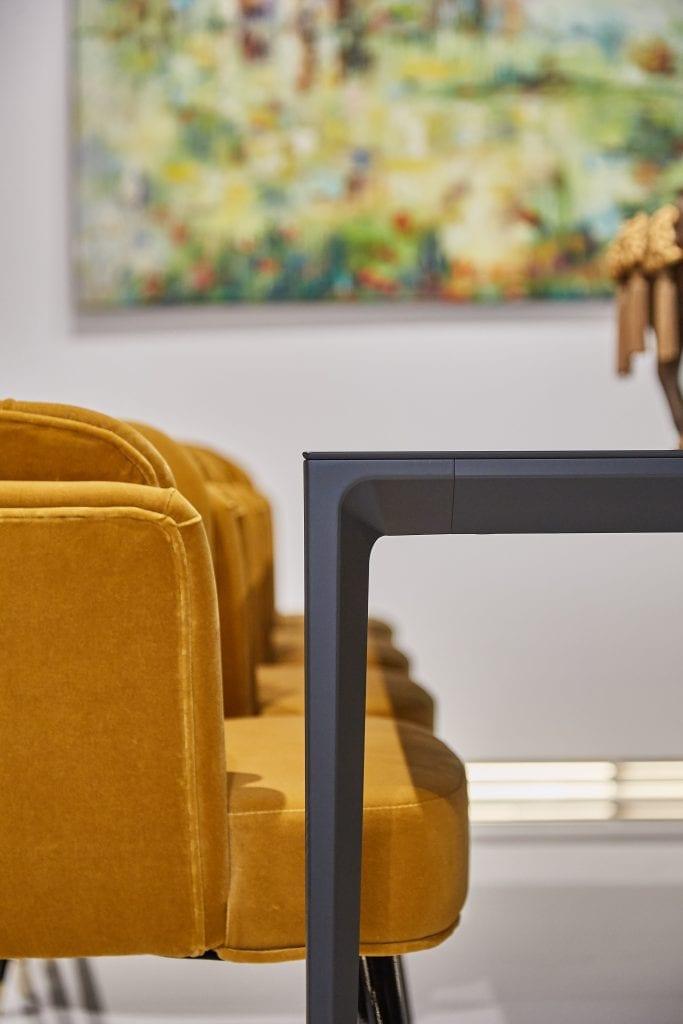 IMG 2022 683x1024 - GALERIE FOTO: Un penthouse ce oferă experiențe vizuale și tactile cu totul speciale