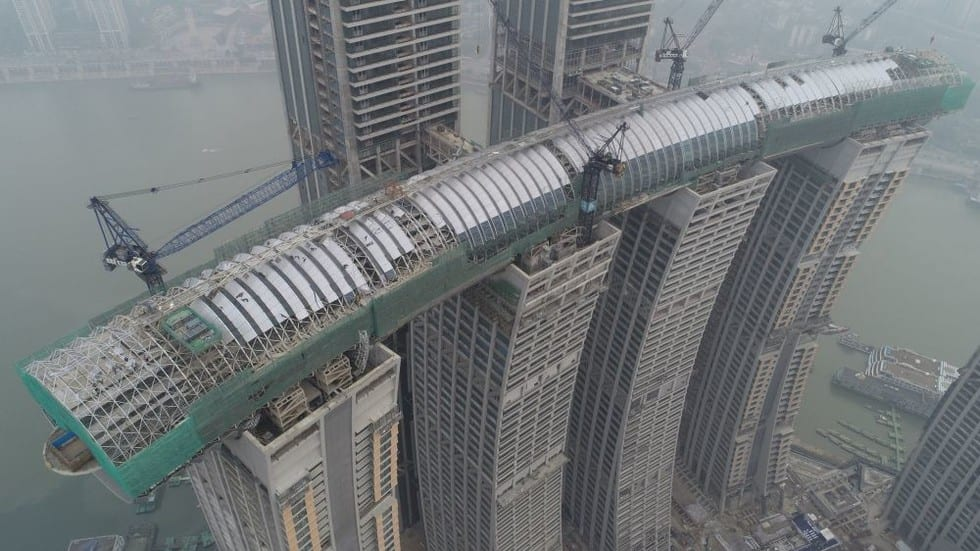 china cladire - VIDEO: Un zgârie-nori pe orizontală, construit în China