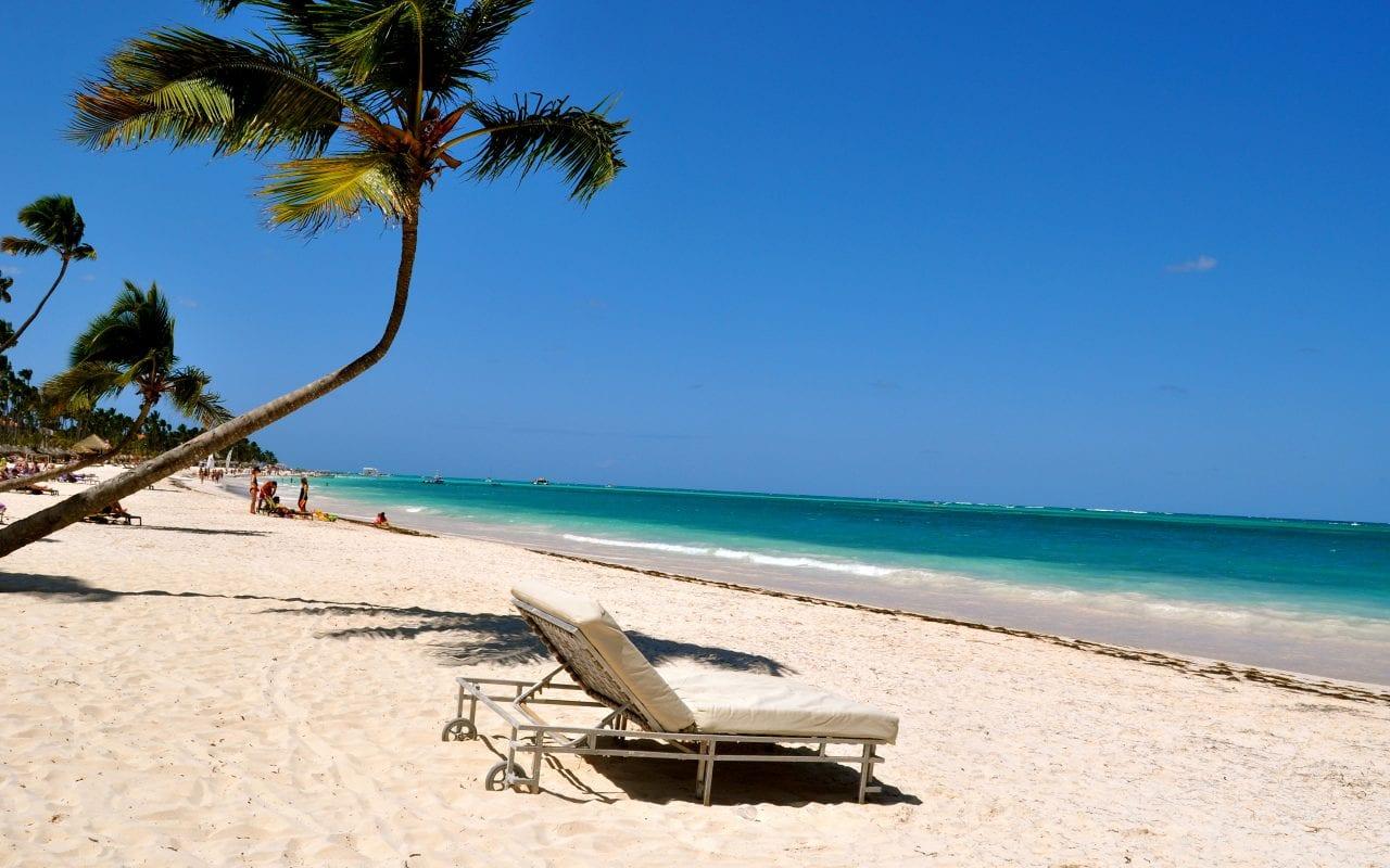 Coast Sea Sky dominican 435762 3840x2400 - Insulele Caraibe, locul ideal pentru investiții în reședințe de lux la prețuri avantajoase