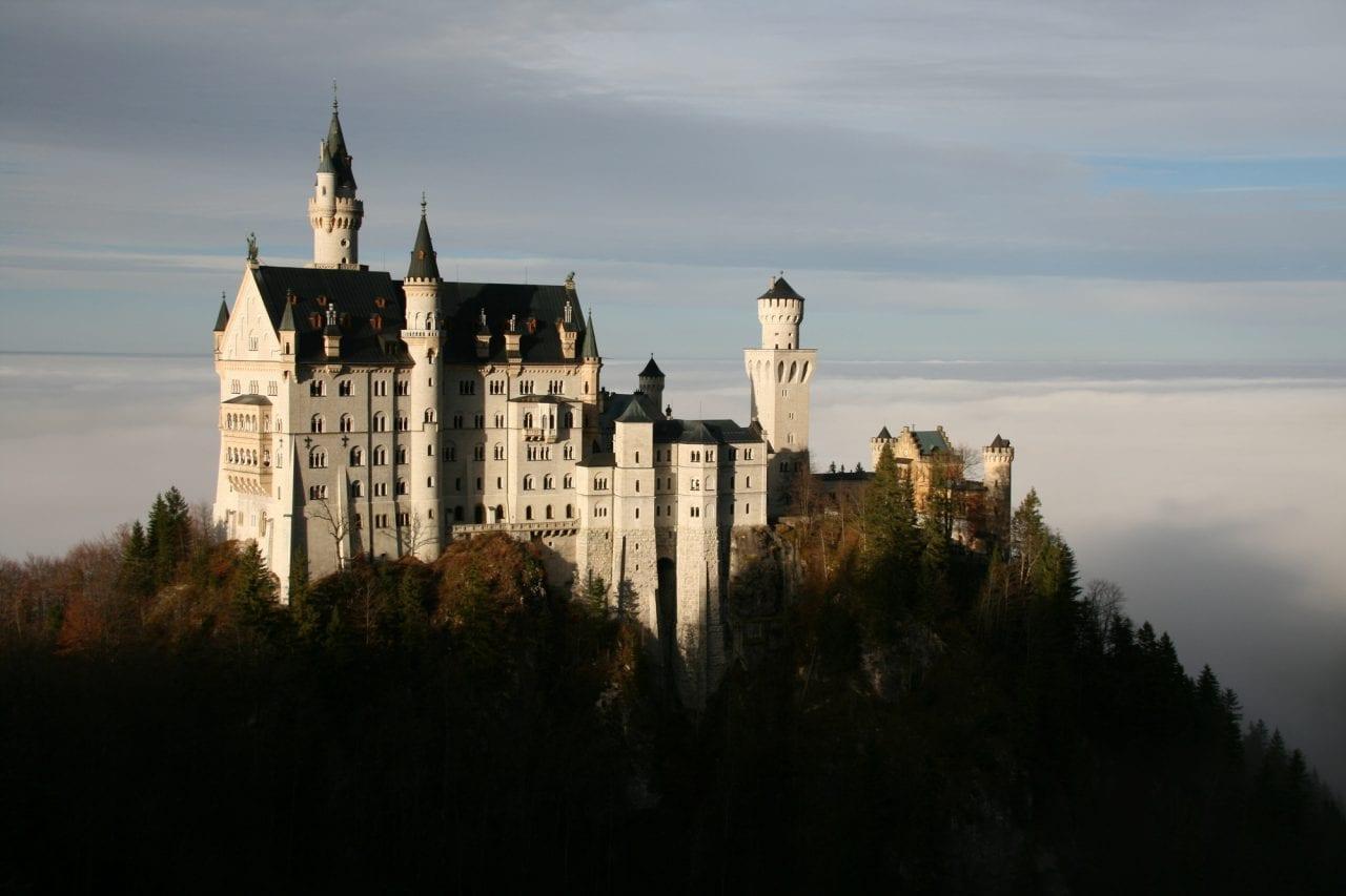 Julian Knutzen   Fog View 1 - Secretele Palatelor: Castelul Neuschwanstein – visul unui rege, transformat într-un loc de poveste