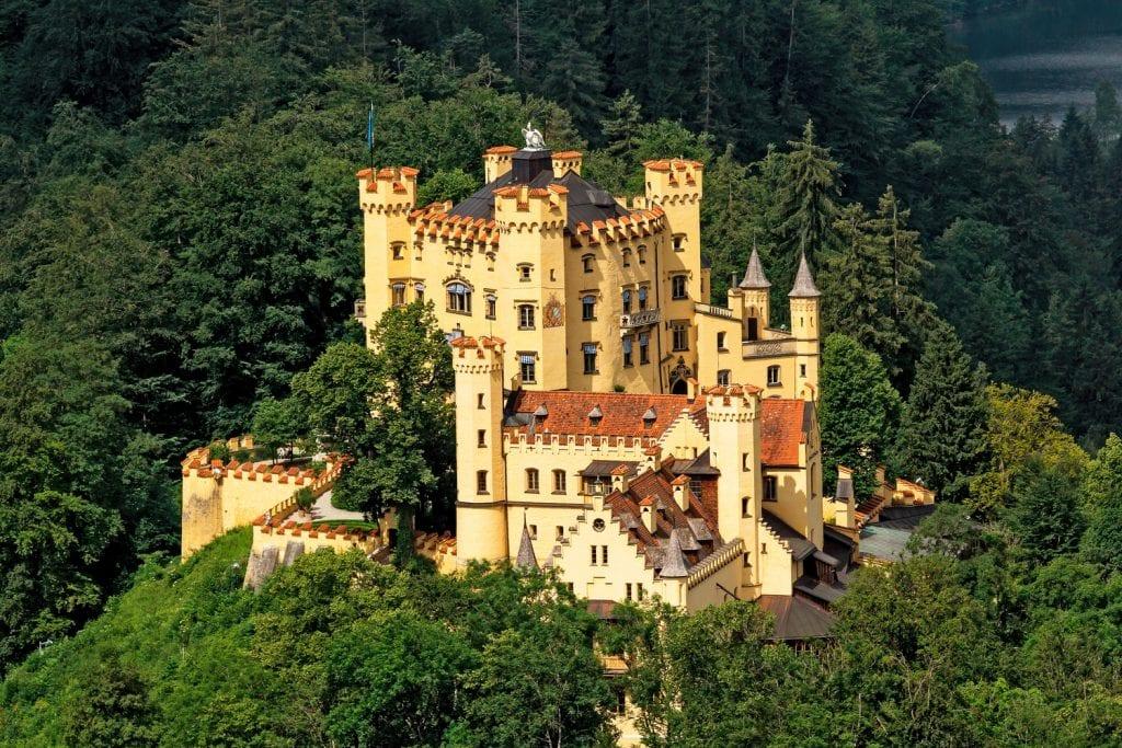 Oleg Lopatkin   Hohenschwangau 1024x683 - Secretele Palatelor: Castelul Neuschwanstein – visul unui rege, transformat într-un loc de poveste