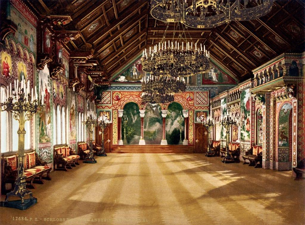 schloss neuschwanstein wikipedia 1024x757 - Secretele Palatelor: Castelul Neuschwanstein – visul unui rege, transformat într-un loc de poveste