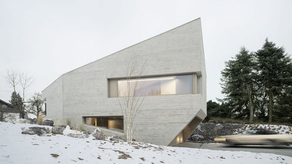Angular concrete house design 1024x576 - Unconventional Homes: Case din beton cu design neașteptat