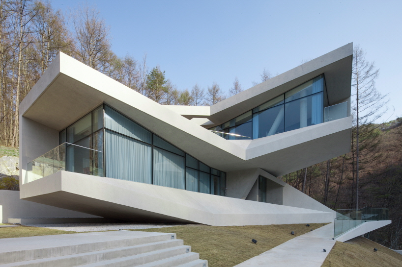 Geometrical Concrete residence by IDMM architects - Unconventional Homes: Case din beton cu design neașteptat