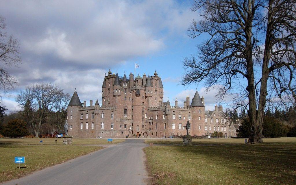 Glamis Castle 3 1024x640 - Secretele Palatelor: Glamis, castelul bântuit de nouă fantome