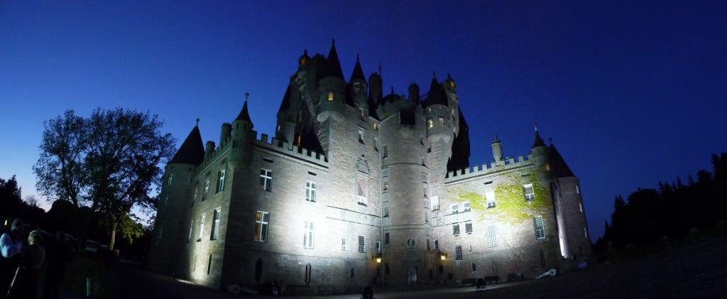 Glamis castle 1 1024x421 - Secretele Palatelor: Glamis, castelul bântuit de nouă fantome