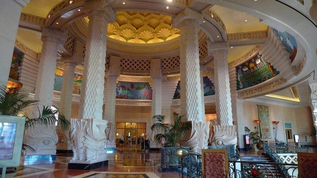 Lobby Atlantis Paradise Island photo D Ramey Logan 1024x576 - Top: Cele mai luxoase hoteluri din lume