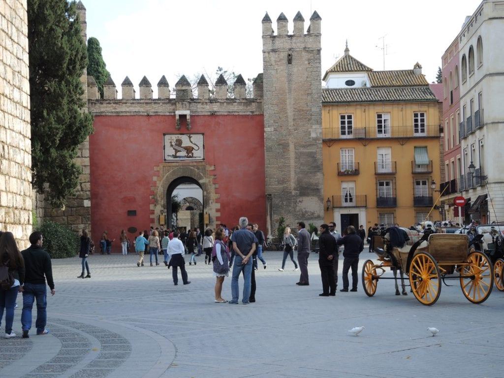"""Puerta del León Alcazar Seville Spain copy 1024x768 - Palatul Alcázar din Sevilla, vedeta din """"Game of Thrones"""" și filmul """"Lawrence al Arabiei"""""""