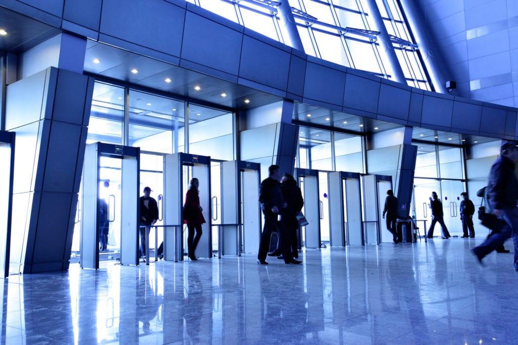 office building security 1024x683 - Adaptarea și creșterea, coordonatele pieței de facility management în 2019
