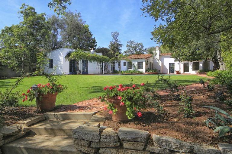 12305 5th helena 12 1492798441 - 7,25 milioane de dolari pentru casa din Brentwood a lui Marilyn Monroe
