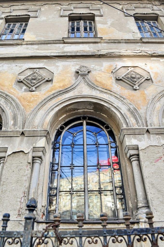 Bucharest   Casa Nicolae Petrascu Piata Romana nr. 1 04 window copy 680x1024 - Oameni care au construit Bucureștiul: Ion Mincu