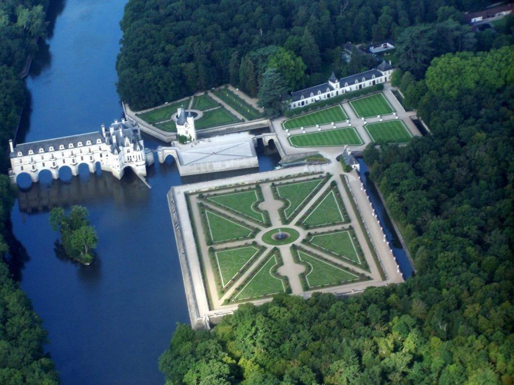 Chateau de Chenonceauvue davion. 1 copy 1024x768 - Secretele Palatelor: Château de Chenonceau, castelul disputat de Caterina de Medici şi Diane de Poitiers