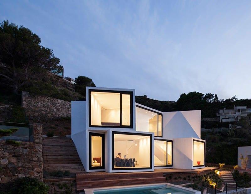 Sunflower House complete front facade - Casă concepută ca o floare, pentru a capta lumina soarelui