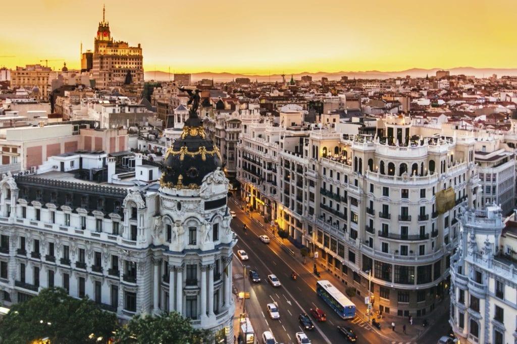 panoramic view of gran via madrid spain 1 copy 1024x682 - Analiză: Perspective optimiste pentru piața imobiliară europeană