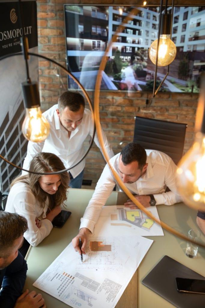 """poza echipa copy 683x1024 - Tamas Elekes, CEO, Cosmopolit: """"Tendința prezentă este către segmentele middle și high. Cuvântul-cheie este PREMIUM"""""""