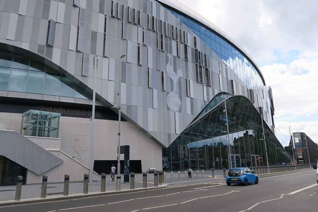 800px Tottenham Hotspur Stadium   view from High Road   June 2019 copy 1024x682 - Topul stadioanelor recent inaugurate sau care vor fi deschise până în 2025