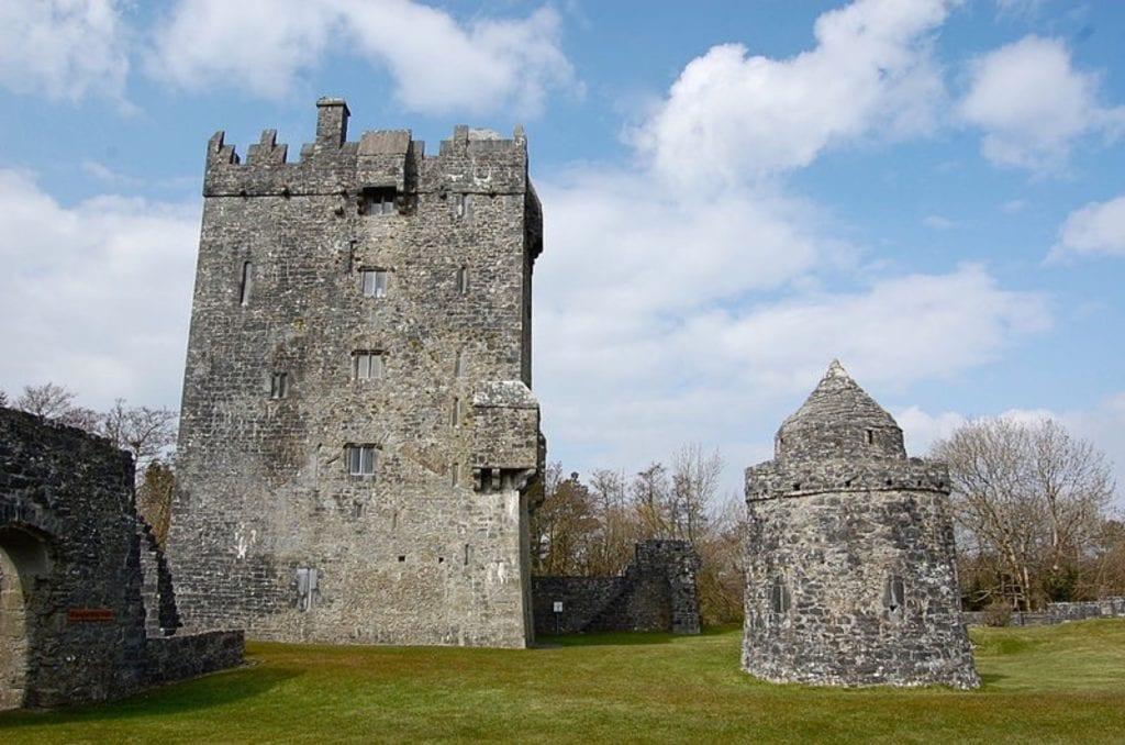 Aughnanaure Castle 2 copy 1024x678 - Castelele din Irlanda şi fascinanta lor istorie