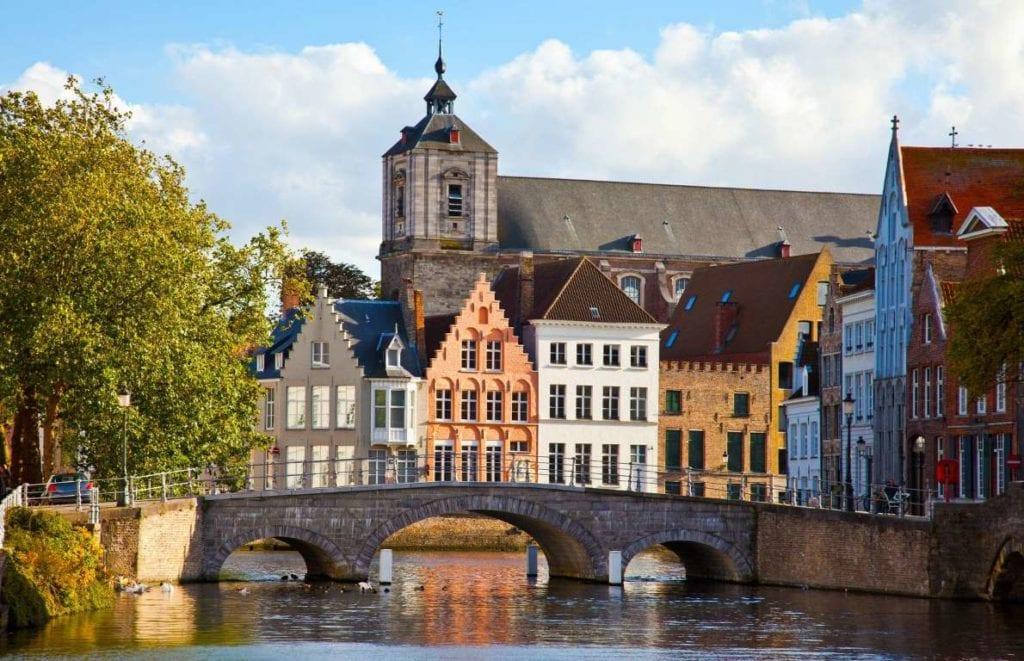 Belgia 1024x661 - Țări în care cumpărarea unei case îți aduce un nou pașaport