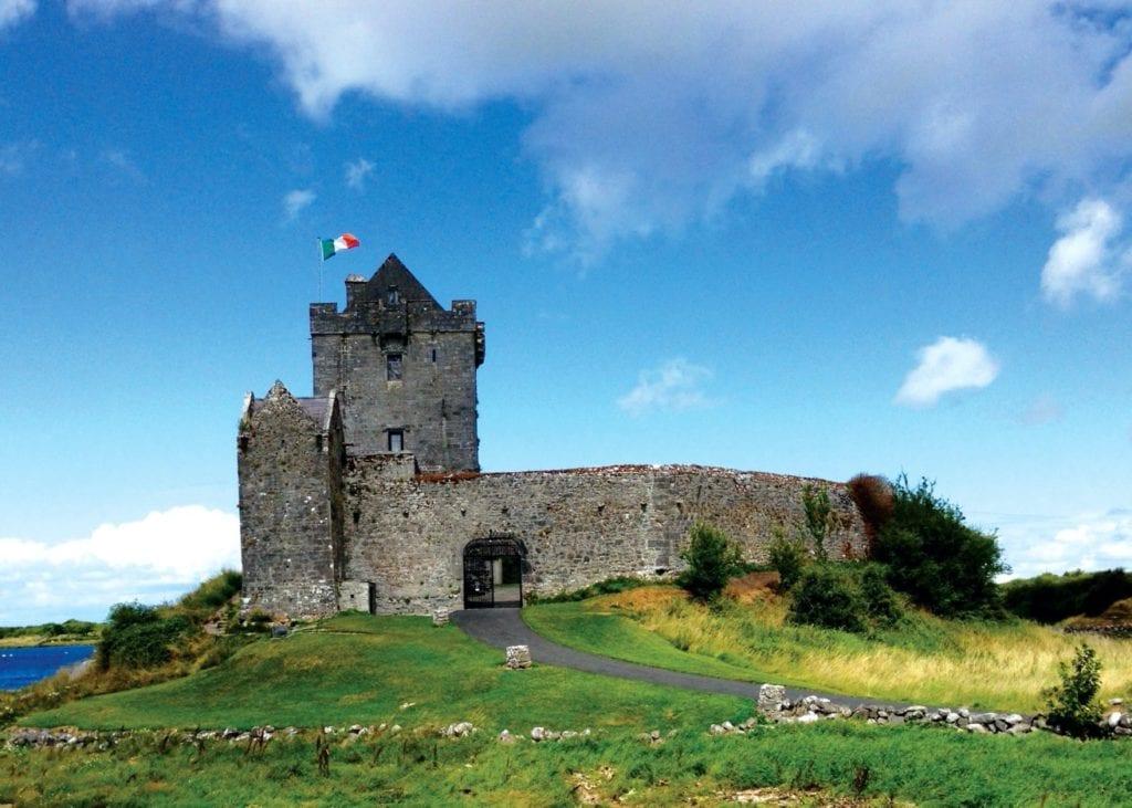 Dunguaire Castle Galway Ireland 1 copy 1024x731 - Castelele din Irlanda şi fascinanta lor istorie