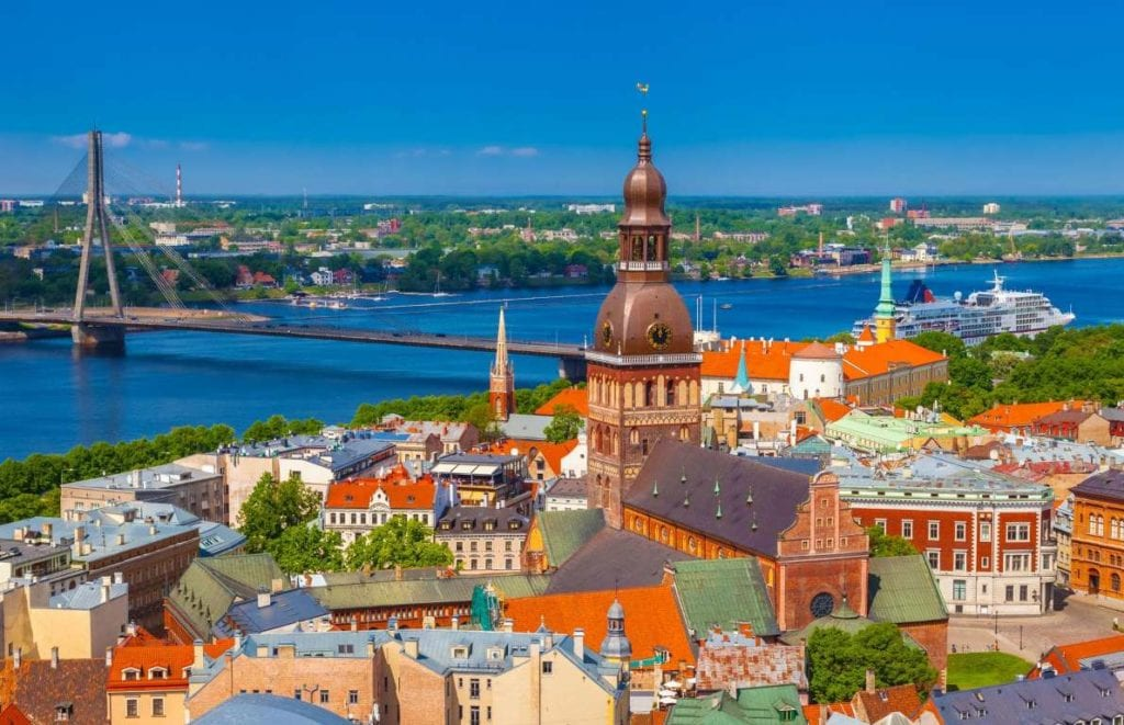 Letonia 1024x661 - Țări în care cumpărarea unei case îți aduce un nou pașaport