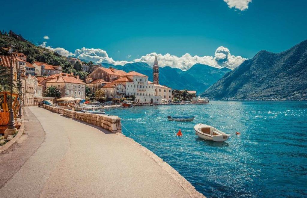 Muntenegru 1024x661 - Țări în care cumpărarea unei case îți aduce un nou pașaport
