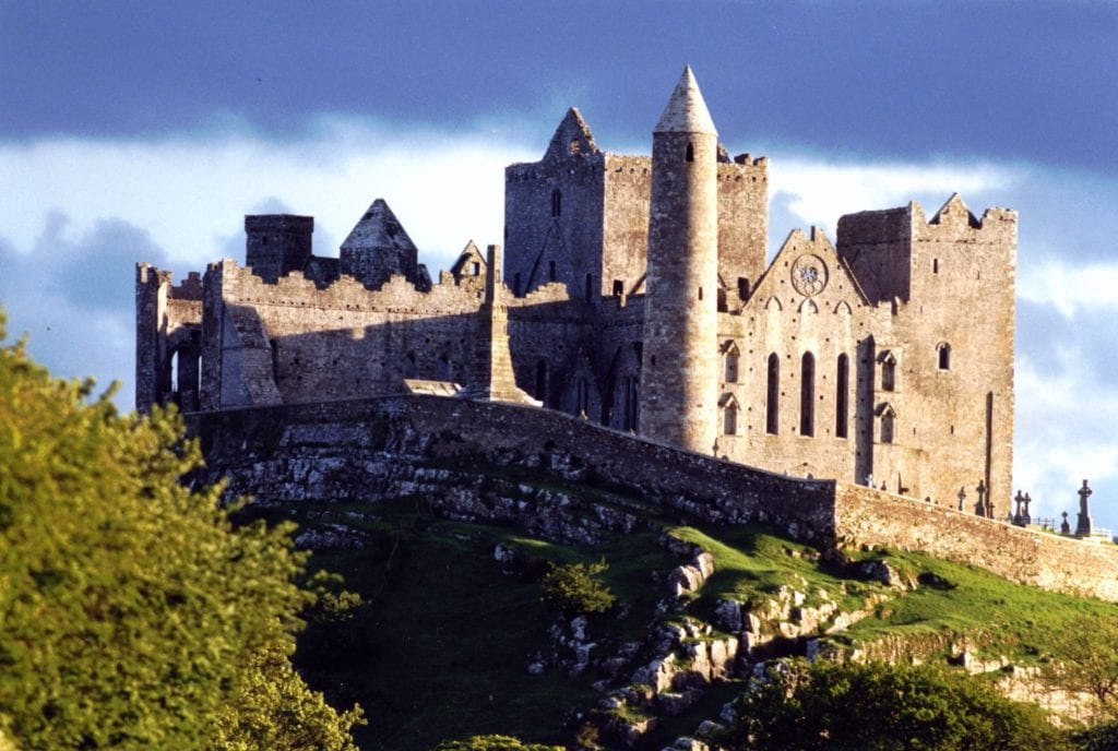 medieval castle drawing beautiful rock of cashel inspiration of medieval castle drawing copy 1024x688 - Castelele din Irlanda şi fascinanta lor istorie
