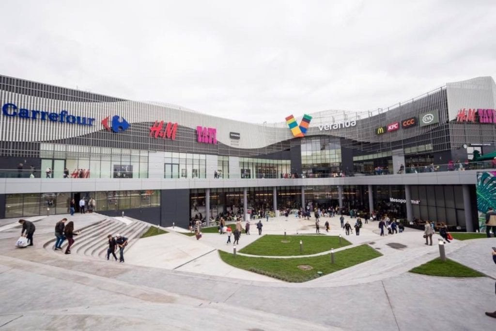 veranda mall facebook copy 1024x683 - Analiză: Rate de neocupare mici și livrări importante pentru spațiile de birouri și retail