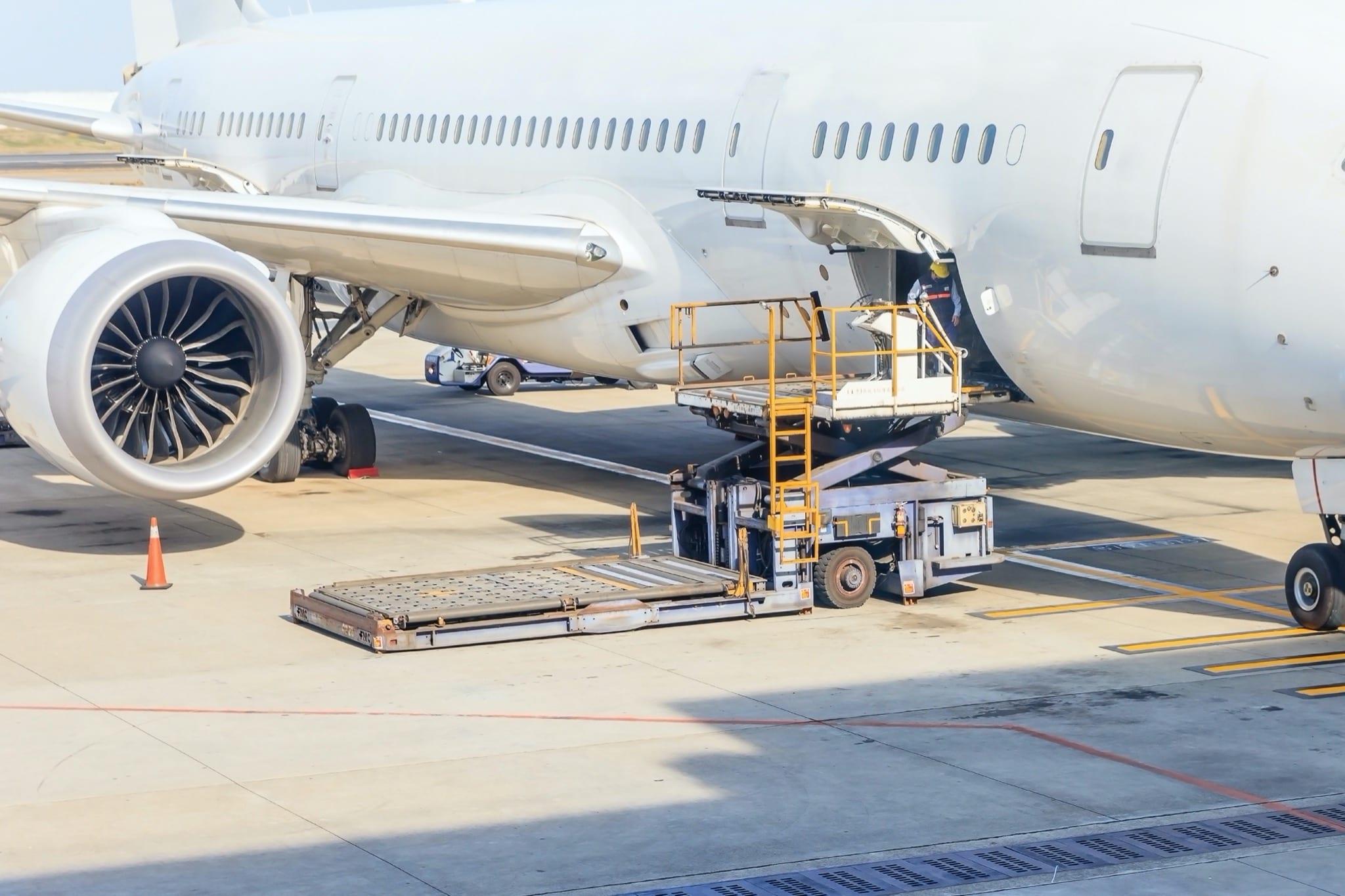 avion - Transportul aerian de marfă, zonă cu potențial de dezvoltare semnificativ în România