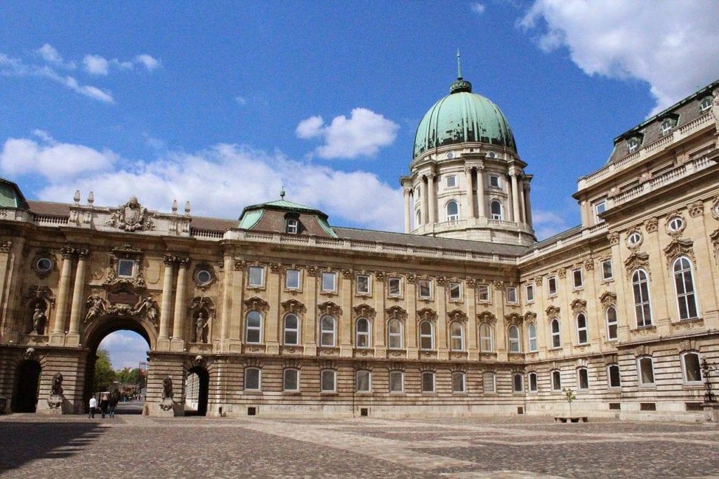 1280px Hungarian National Gallery Budapest Hungría   panoramio 31 1024x682 - Castelul Buda, bijuterie a arhitecturii aureolată de mistere întunecate