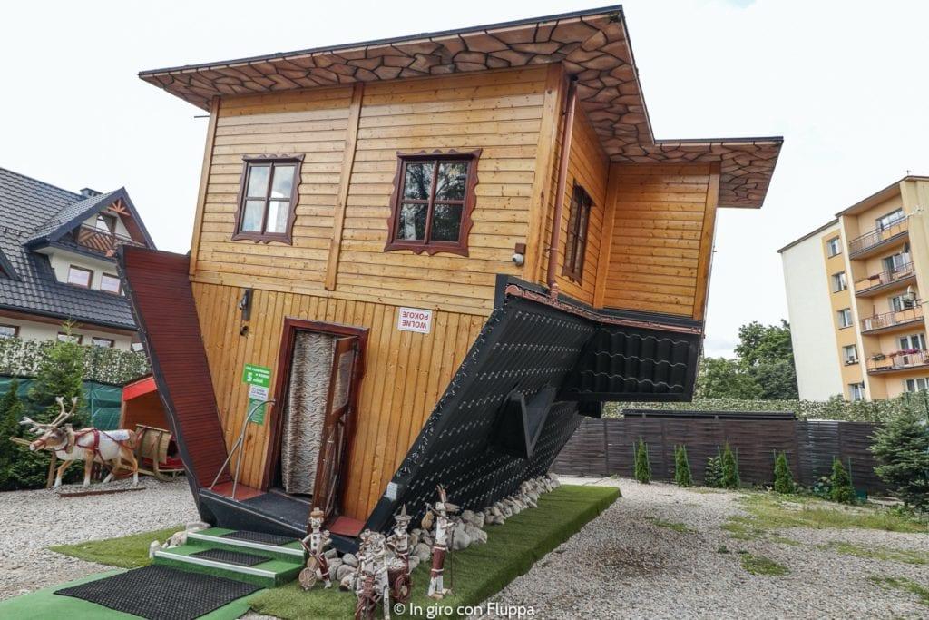 cosa fare a zakopane estate casa sottosopra copy 1024x683 - Cele mai neobișnuite construcții din Europa