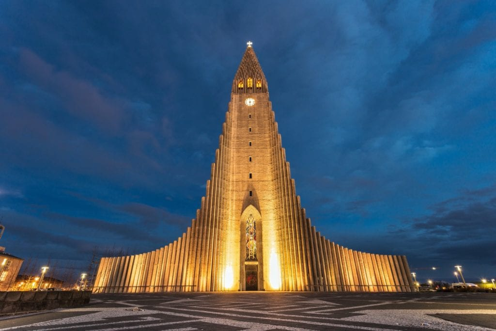 hallgrimskirkja church copy 1024x683 - Cele mai neobișnuite construcții din Europa
