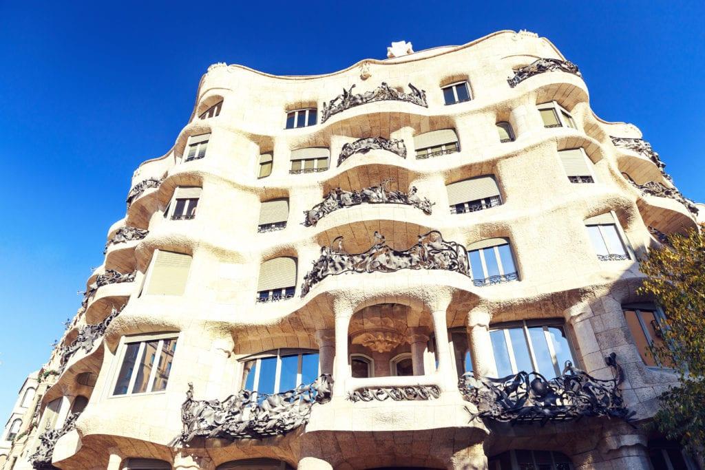 la pedrera building barcelona 1024x683 - Cele mai neobișnuite construcții din Europa