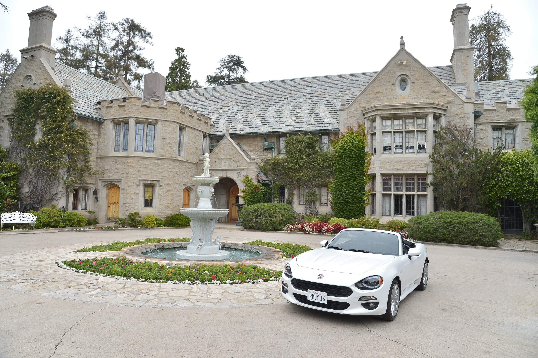 hugh 2 - Cele mai scumpe proprietăţi imobiliare ale celebrităţilor de la Hollywood