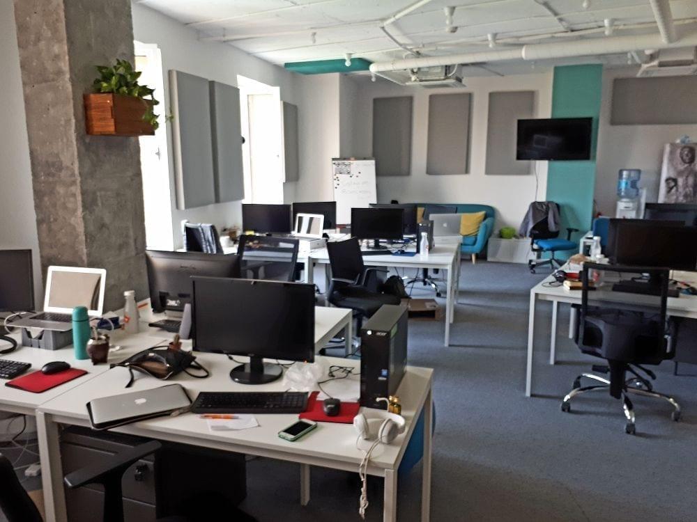 empty office - Companiile din clădirile de birouri devin jucători pe piața subînchirierilor