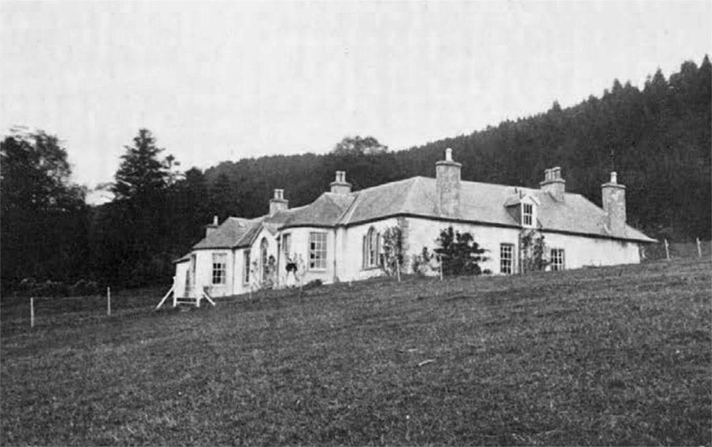 Boleskine house 1024x643 - 7 reşedinţe ale celebrităților, abandonate sau scoase la vânzare