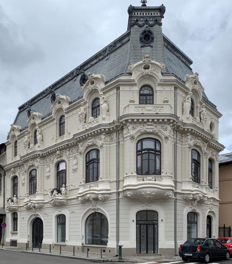 Mita the Cyclist House from Bucharest Romania copy 901x1024 - La ce preț se vând cele mai impresionante palate ale României?