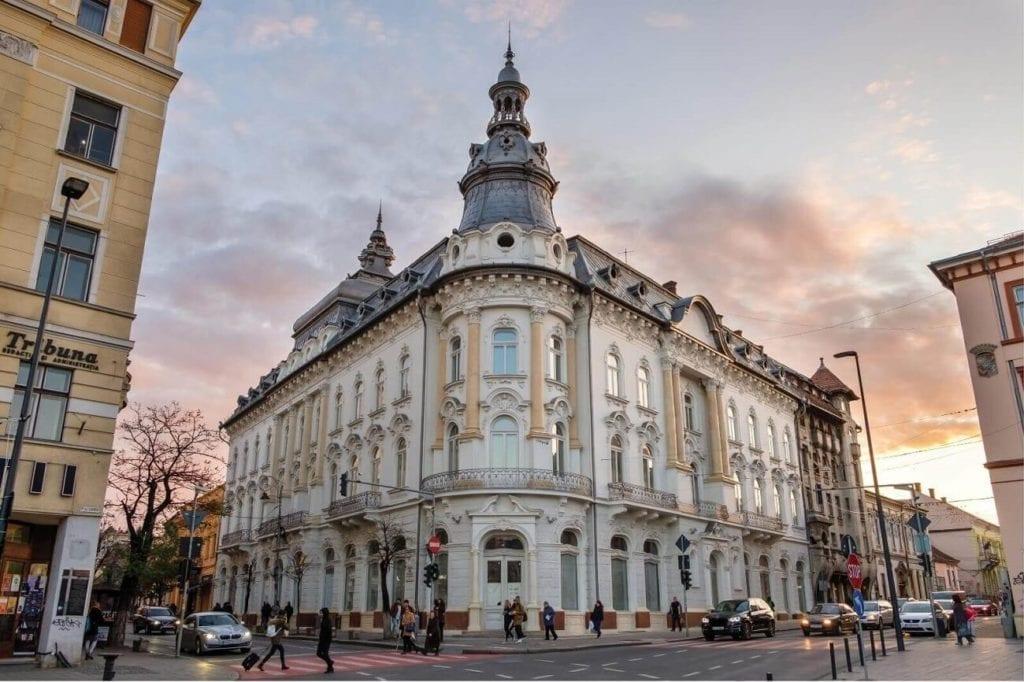 continental nou 1024x682 - La ce preț se vând cele mai impresionante palate ale României?